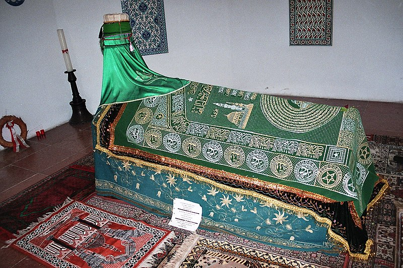 File:Budapest, the coffin of Gül Baba.jpg
