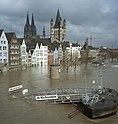 Bundesarchiv B 422 Bild-0086, Köln, Rheinufer, Hochwasser.jpg