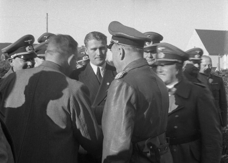 Bundesarchiv Bild 146-1978-Anh.023-02, Peenemünde, Emil Leeb, Fritz Todt, Wernher von Braun