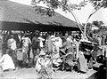 COLLECTIE TROPENMUSEUM Marktscène bij Garut West-Java TMnr 10002718.jpg