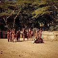 COLLECTIE TROPENMUSEUM Masai krijgers tijdens een dans TMnr 20038840.jpg