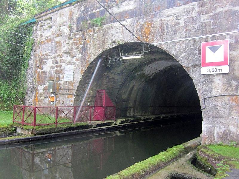 Canal de Saint-Quentin, Le souterrain de Riqueval (Riqueval Tunnel), northern entrance
