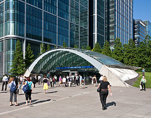 Canary Wharf Wood underground station entrance
