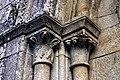 Capiteis na igrexa de San Pedro de Vilanova de Dozón.jpg