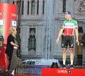 Carmena entrega los premios a dos de los triunfadores de La Vuelta 04.jpg
