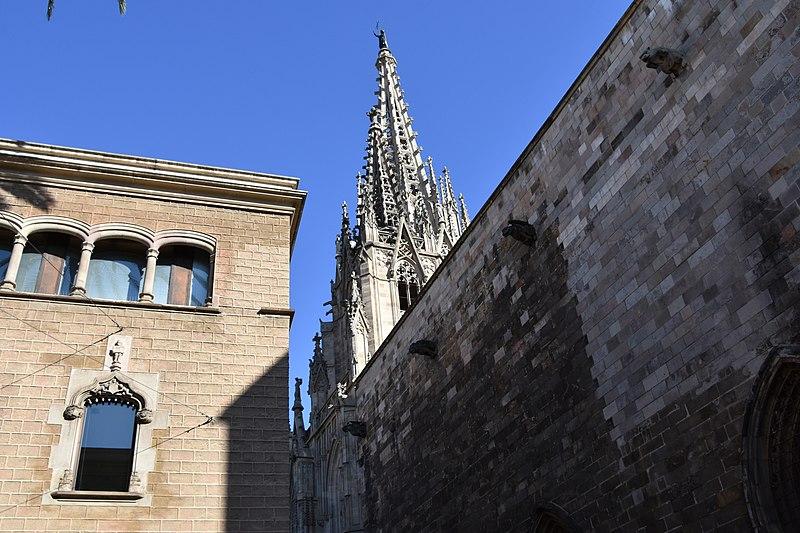 File:Casa de l'Ardiaca, 16th cent (31) (31104748592).jpg