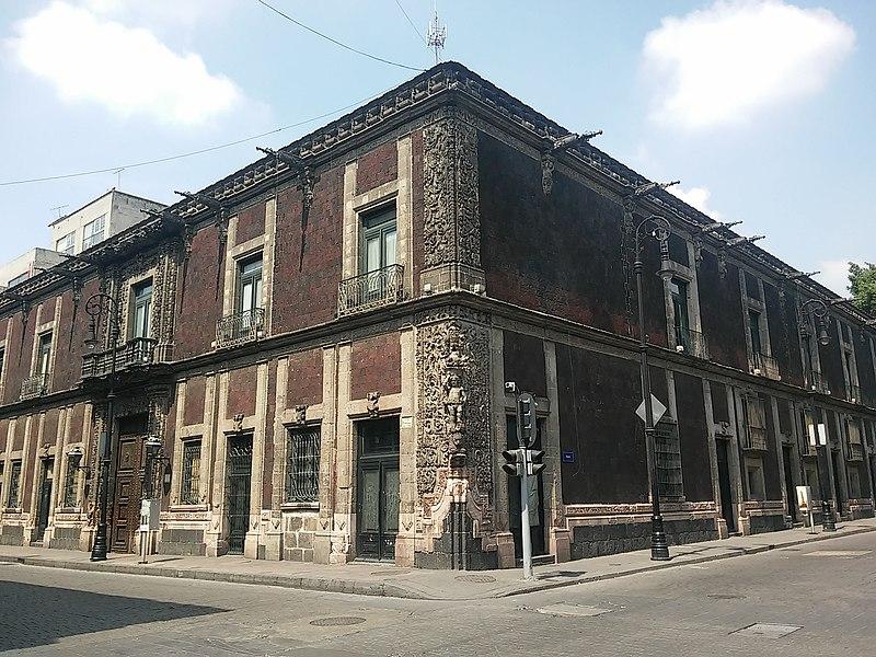 Casa de los Condes de Heras y Soto (o de los Pimenteles) 01.jpg