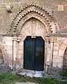 Castelo de Monterrei. igrexa de Sta. María, porta lateral.JPG