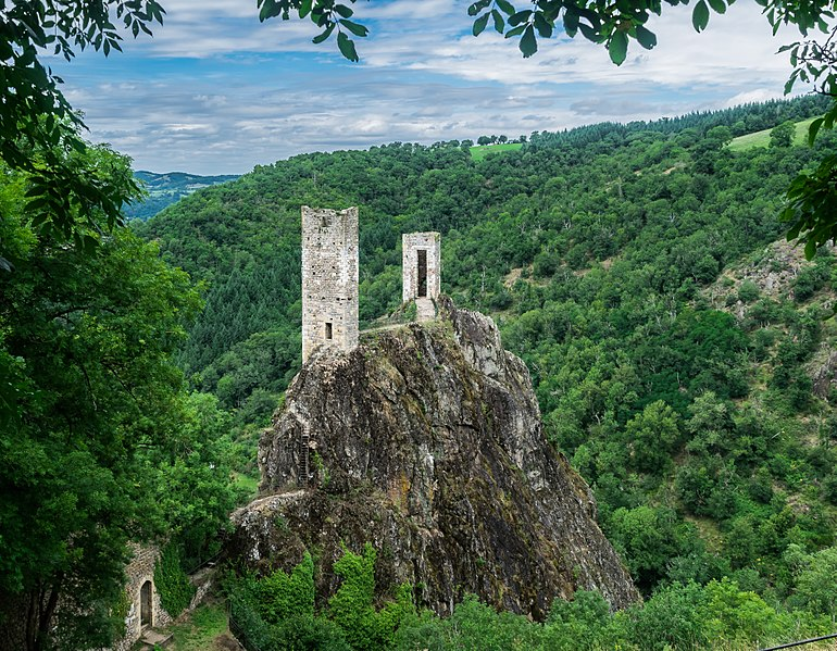 File:Castle of Peyrusse-le-Roc 01.jpg