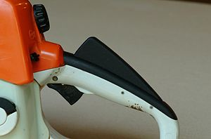 Chainsaw safety features - Safety throttle