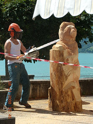 Chainsaw carving - Image: Chainsawartin Brienz