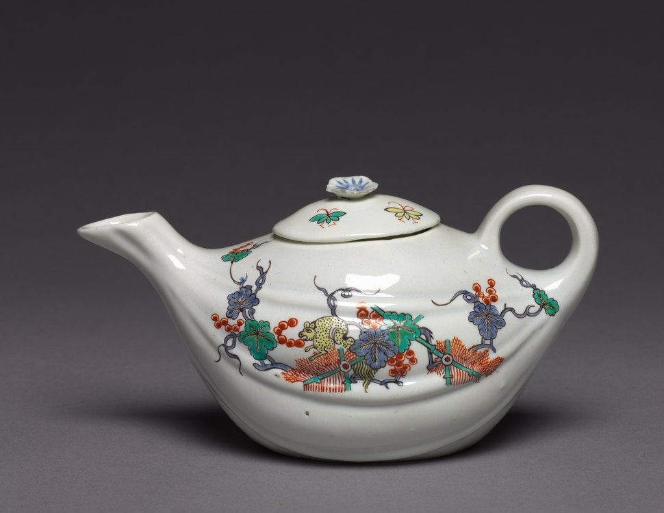 Chantilly Porcelain Factory - Teapot - 1944.228.1 - Cleveland Museum of Art