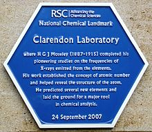townsend building of the clarendon laboratory at oxford in 2007 commemorating moseleys early 20th century research work on x rays emitted by elements