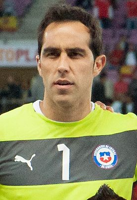 Claudio Bravo Footballteam of Chile - Spain vs. Chile, 10th September 2013 (cropped).jpg