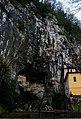 Covadonga, conjunto paisajístico, Roca de la Cueva Santa.jpg