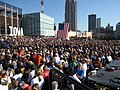 Crowd of 25,000 at Obama rally (2990345422).jpg