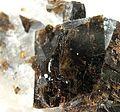 Cryolite-Siderite-mun05-150b.jpg