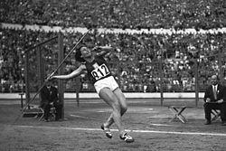 Dana Zátopková 1952.jpg