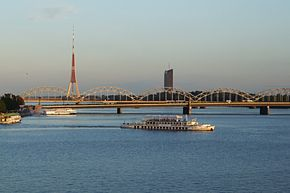 Daugava (Düna) in Riga - bridges.JPG