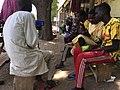 Des jeunes prennent la bouillie à Domayo.jpg