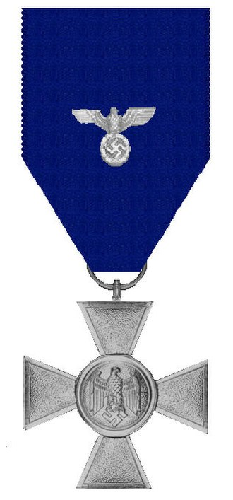 Wehrmacht Long Service Award - 2nd Class: 18 years