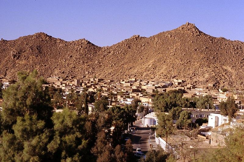 مدينة جانت عاصمة التاسيلي ناجر 800px-Djanet-Algeria