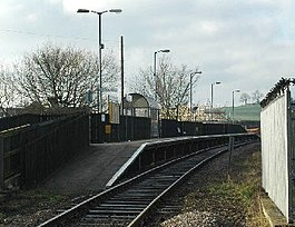 Dodworth railway station in 2006.jpg