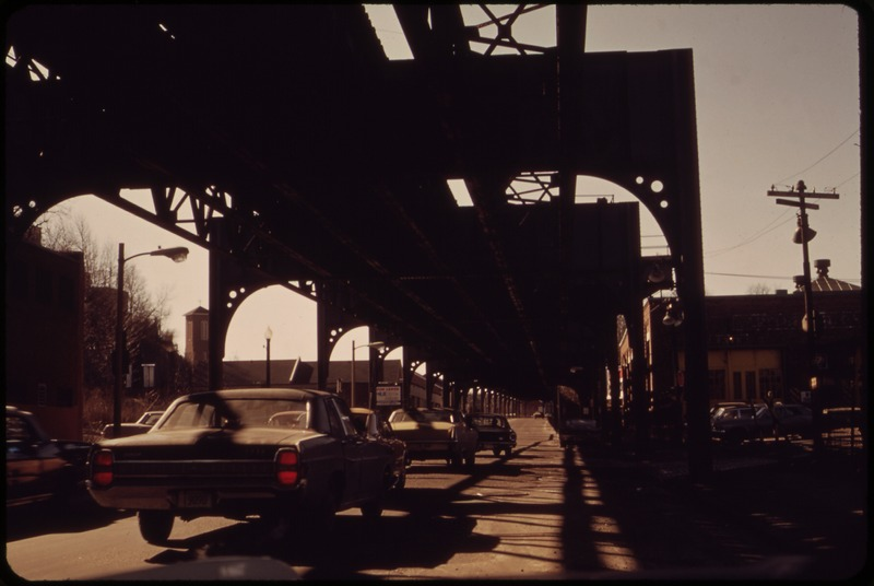 File:ELEVATED RAILROAD STRUCTURE AND BLIGHTED AREA BELOW WASHINGTON STREET SOUTH FROM THE CORNER OF BARTLETT - NARA - 550012.tif