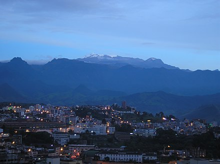 Nevado del Ruiz as seen from Manizales, 2006 El ruiz volcano.jpg