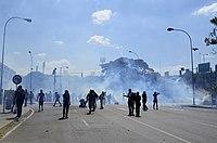 Enfrentamientos en Bello Monte, 12Abr14 (14163629005).jpg