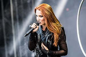 Simone Simons - Simons in 2017 during a concert with Epica.