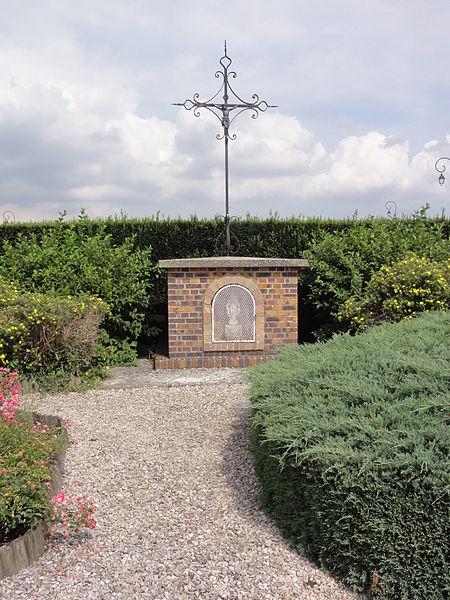 Essigny-le-Petit (Aisne) oratoire-croix de chemin