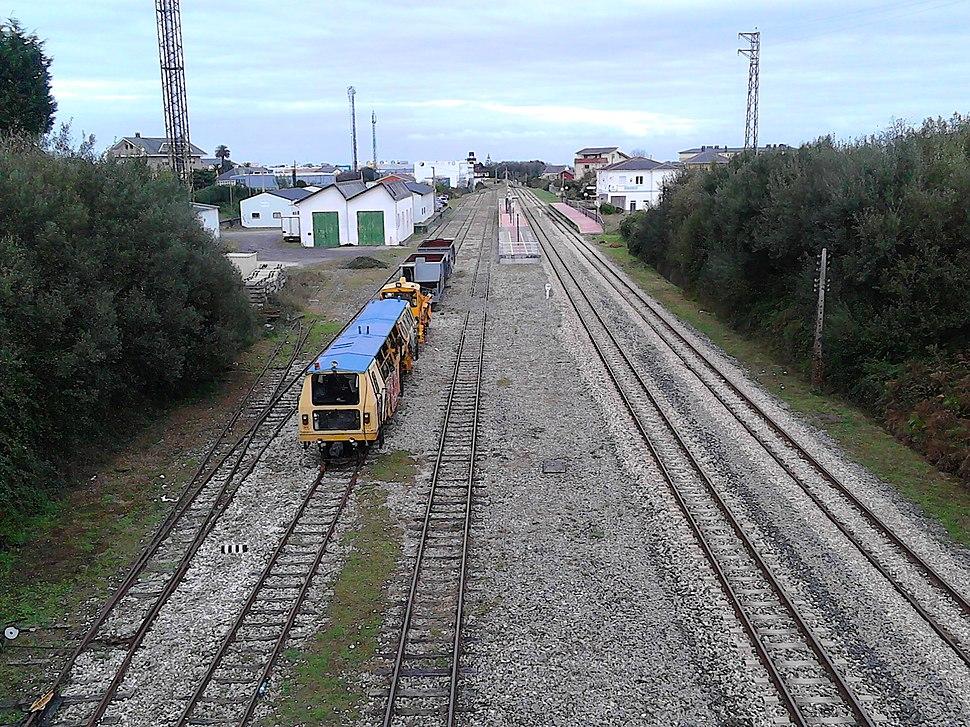 Estación de ferrocarril de Ribadeo, liña de ferrocarril de vía estreita Ferrol-Xixón