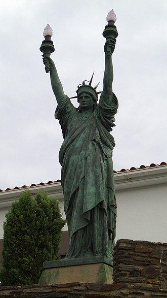 Replicas of the Statue of Liberty - Replica of the Statue of Liberty in Cadaqués, Spain