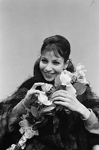 Esther Ofarim - Esther Ofarim singing in husband and wife duo Ofarim (1963)