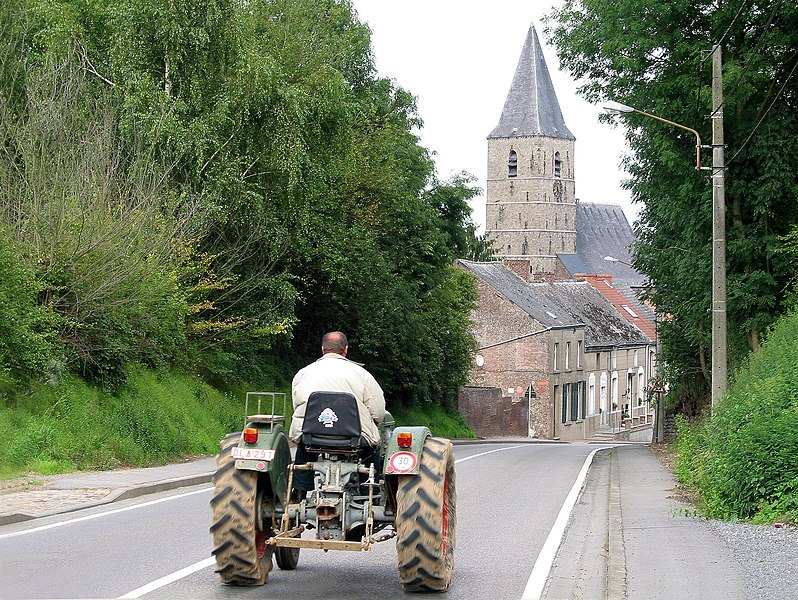 Estinnes-au-Mont (Belgium), the rue Grande (Via Belgica) and the Saint Remigius' church.