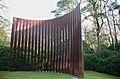 Evert Strobos, steel palissade (1973-1991) in the Scupture garden Hoge Veluwe - panoramio.jpg