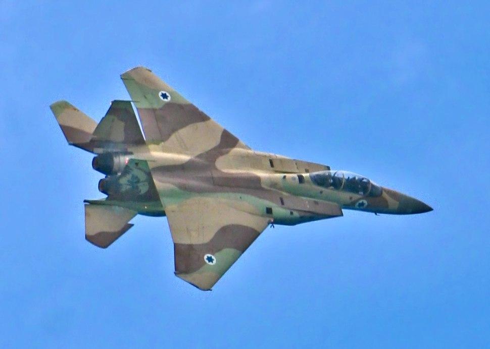 F-15I-flyby-02
