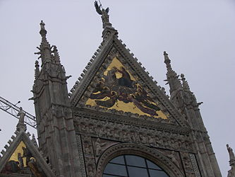 Facade of the Siena Cathedral closeup 2.jpg