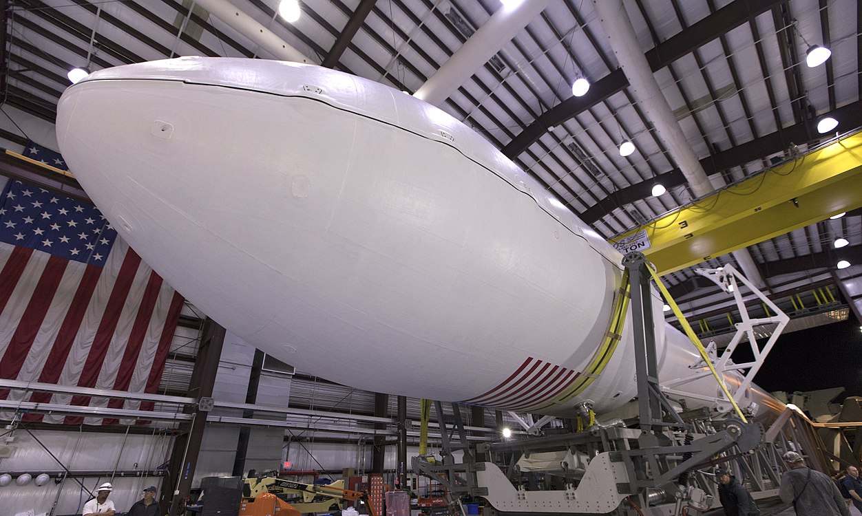 Falcon 9 integrado hangar TESS.jpg