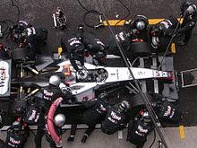 Ravitaillement et changement de pneumatiques pour David Coulthard au Grand Prix d'Italie 2004.