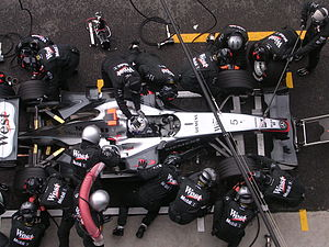 Pit stop - Refuelling the car and changing tyres (Monza, 2004)