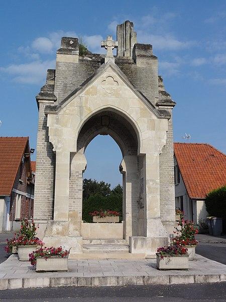 Fayet (Aisne) mémorial 14-18 portail chapelle St.Clément