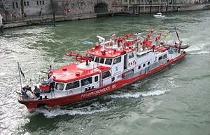 300px-Feuerloeschboot_BS.jpg