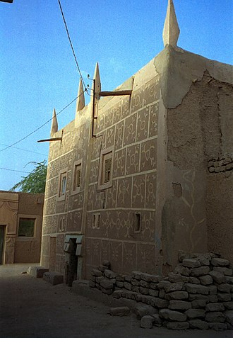 Sudano-Sahelian architecture - An ancestral Hausa multi-storey townhouse exhibiting the Tubali / Hausa architectural style, Agadez, central Niger.