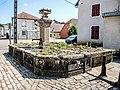 Fontaine, ancien lavoir-abreuvoir. (2).jpg