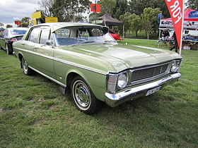 Ford Falcon XW Sedan.jpg