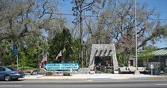 Fort Walton Mound - Image: Fort Walton Beach Indian Temple Mound Entrance