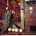 Fotothek df n-30 0000092 Facharbeiter für Glastechnik.jpg