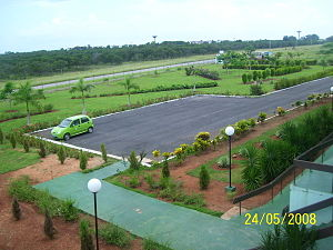 English: Front Garden & Parking in Jose Maria ...